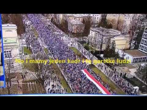 Według pokornych mediów garstka demonstrantów dla Europy mieszcząca się w jednym kadrze
