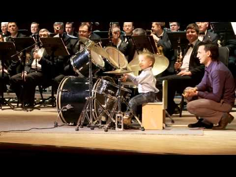 A 3 Year-Old Was Able To Play The Drums With An Orchestra. He Was Epic. – Trending Story