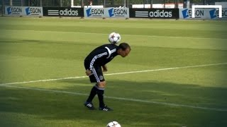 Ajax-Manager Frank de Boer zeigt seine Technik