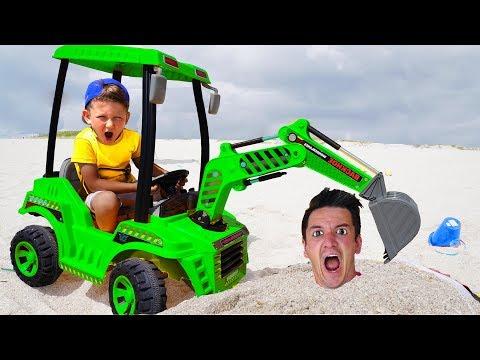 Сеня и Папа Сонные Играют c Трактором в Песке Видео Для детей