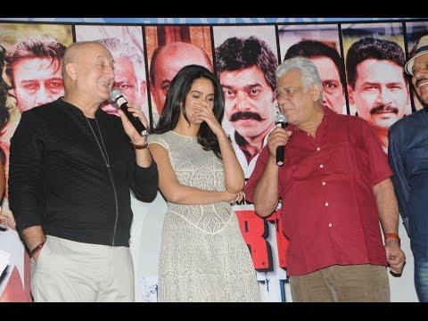Anupam Kher gets Flirtatious with Mallika Sherawat