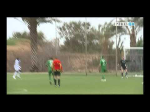 「[サッカー]GKが蹴ったボールが強風に戻され、そのままオウンゴールするまさかの事態。」のイメージ
