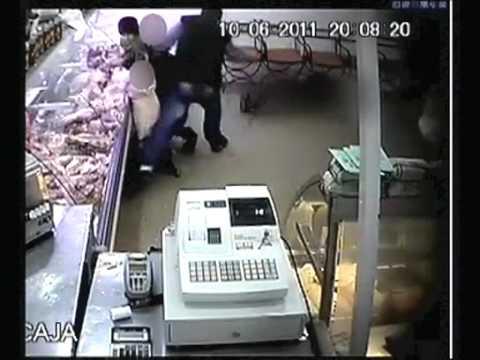Asesinato a policia captado por camara de seguridad.