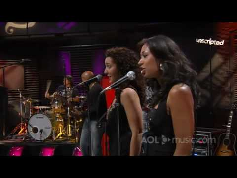 climb - Miley Cyrus performing The Climb on AOL Music Sessions. PS. Don't even bother to comment on it if you're going to post bashful/lame comments about it, cause ...