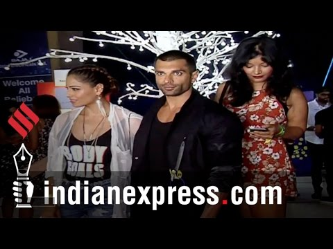Entertainment Wrap 1: See What Bollywood Celebs Wore At Justin Bieber's Concert (видео)