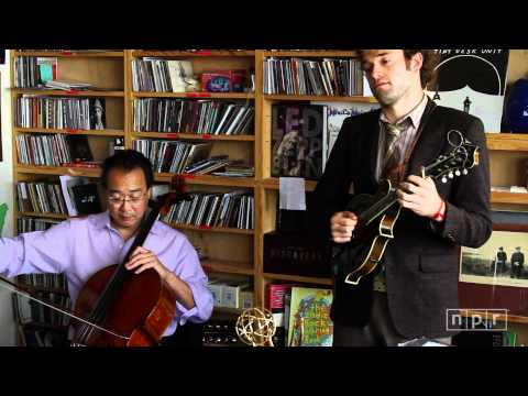 tiny desk concert - The genre-bending cellist Yo-Yo Ma heads a dream team of string players -- Edgar Meyer, Chris Thile, Stuart Duncan -- who borrow from bluegrass. The quartet,...