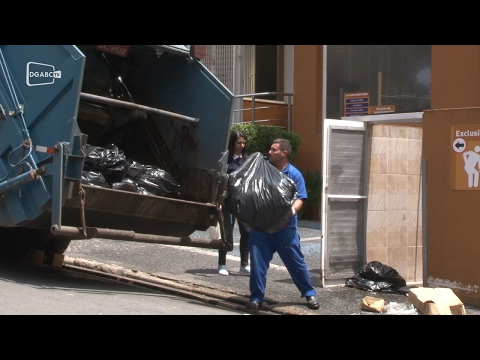 Após acordo, coletores encerram greve em São Bernardo;