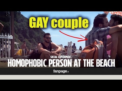 A gay couple is insulted and then kicked off the beach: these are the reactions to this homophobic a (видео)