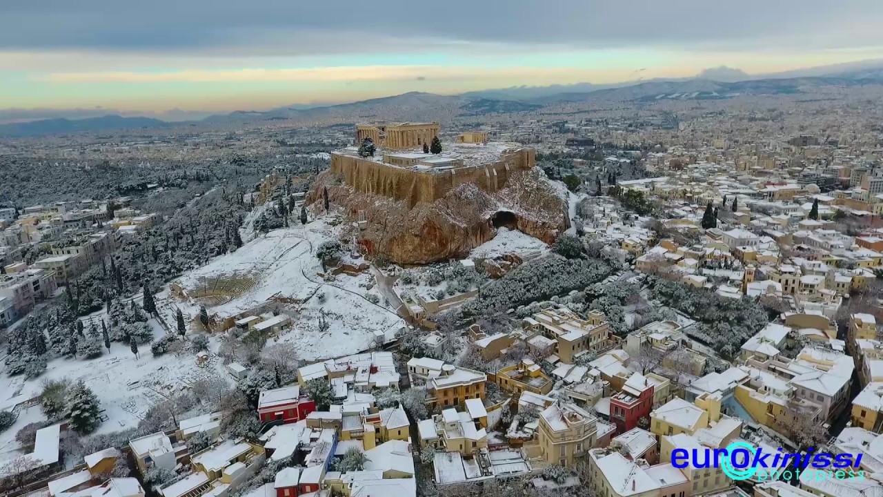 Η χιονισμένη Ακρόπολη από ψηλά