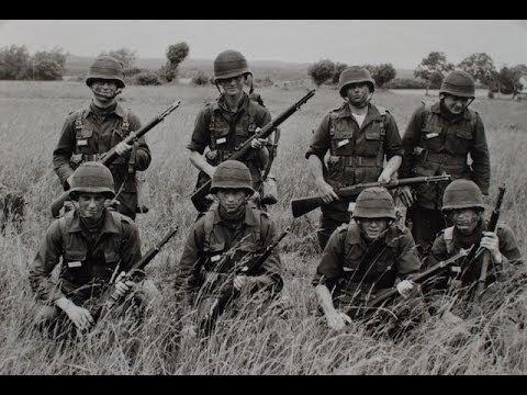 """En beretning om blive værnepligtig i 1967 og om at blive valgt til sergentskole.  """"Senere valgte jeg militærvejen og blev professionel soldat. Vi var glade for at vi havde NATO og kom på øvelser med de tyske soldater - de havde det gode materiel."""""""