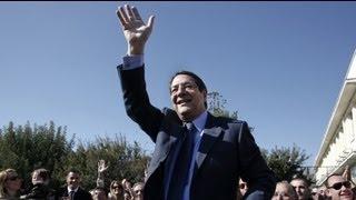 http://tr.euronews.com/ Güney Kıbrıs'ta gerçekleştirilen başkanlık seçimlerinde ilk iki sırayı alan Seferberlik Partisi(DİSİ) adayı Nikos Anastasiadis ve AKE...