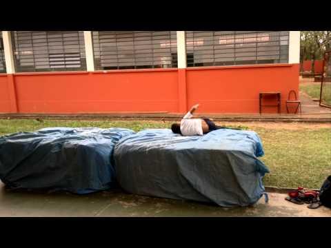 AULA DE EDUCAÇÃO FÍSICA EM NOVA ALIANÇA DO IVAÍ - SALTO EM ALTURA
