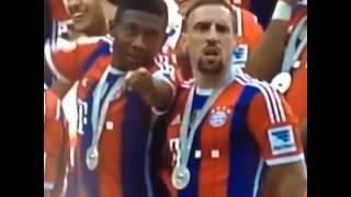 David Alaba legt Franck Ribéry rein