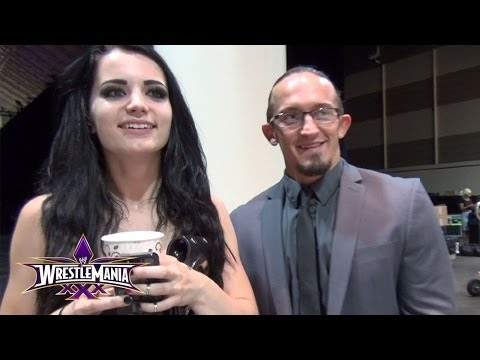 Adrian Neville & Paige get ready for the first NXT signing at WrestleMania 30 Axxess (видео)