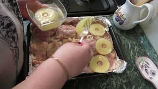 """Куриные окорочка с картошкой и ананасом - очень вкусно и красиво.""""Очень просто, очень вкусно, а самое главное, это блюдо готовится само по себе. Не надо следить, перемешивать и что-то добавлять в процессе готовки.Очень хорошо для романтического ужина и не только!Продукты:1. Куриное мясо2. Ананасы консервированные(колечки) - 1 банка3. Лук репчатый 3 - 4 штуки5. Майонез - 80 - 100 г6 Соль, растительное масло, приправыВключаем духовку. Куриное мясо можно предварительно замариновать. А если нет времени - не обязательно. Подготовить сотейник, противень, или сковороду - любую форму с невысокими бортиками. Лук нарезать кольцами. Картошку - кружочками.Приготовление. На дно формы налить немного растительного масла Если мясо жирное - без масла. Выложить лук. На лук - куриное мясо. Посолить, поперчить. На мясо - колечки ананаса. Поверх ананаса - кружочка картофеля - слегка посолить. Приготовить соус - смешать майонез и добавить понемногу сироп от ананасов - соус не должен быть жидким!Поставить в горячую духовку (189 - 200 градусов С) на 40 - 60 минут.Вкусно! Красиво! Уютно!"""" - девиз канала Кладовая Домашних ХитростейНа канале Кладовая Домашних Хитростей есть замечательные рецепты приготовления домашней птицы, блюда из мяса, салаты и закуски... Готовьте и пробуйте с удовольствием!А также мастер классы по рукоделию, кулинарии, проводимые опытной хозяйкой. Все рецепты, полезные советы проверены временем. Обзоры покупок в магазинах Фикс прайс, Ив РошеСад и огород, любимая дача - цветы, овощи. А также советы и рецепты консервации урожая.Автор и ведущая канала  - Алиса Пивоварова - интересно, доступно, душевно проводит мастер классы по рукоделию, готовит вкусные блюда - от простых и недорогих до самых изысканных, достойных праздничного стола. Профессиональный монтаж видео качества  HD Алексея Васильева  делает каждый выпускаемый видеоролик эксклюзивным. Только у нас - душевное общение со зрителями, самые интересные рецепты, мастер классы и качественный видеоконтент на профессиональн"""