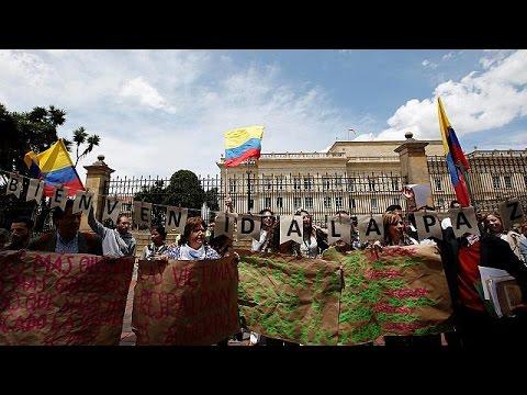 Κολομβία: Χιλιάδες πολίτες διαδηλώνουν υπέρ της ειρήνης με τους αντάρτες FARC