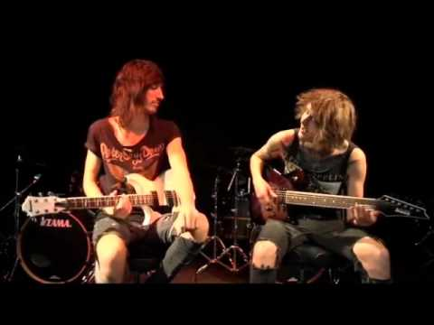 to the stage - http://tabs.ultimate-guitar.com/a/asking_alexandria/to_the_stage_tab.htm ben and cameron of asking alexandrea teaching how to play to the stage (ben y camero...