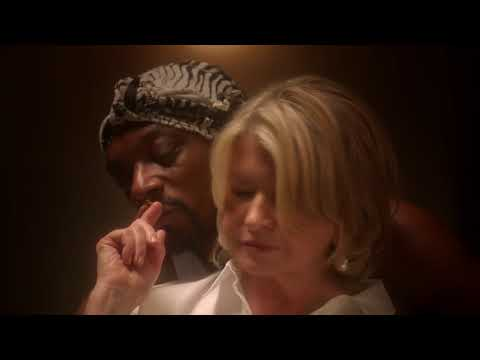 Martha Stewart And Snoop Dogg Re-enacting Ghost