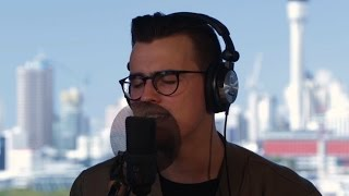 Stanaj performs 'Romantic' intimate and acoustic at The Edge