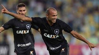 Era o Clássico Vovô de um Fluminense que vinha de três empates e um Botafogo também sem vencer há três partidas. Tudo, claro, pelo Campeonato Brasileiro. Acabou como mais um clássico de Roger. O gol do camisa 9, na noite desta quarta-feira, no Maracanã, garantiu o triunfo do Fogão, que sobe na classificação e deixa o rival no meio da tabela.