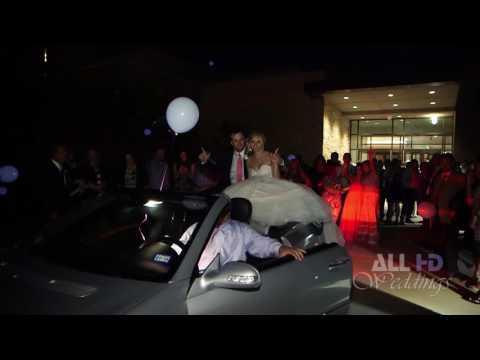 لحظة سقوط عروسين من سيارة الزفاف بطريقة غريبة!