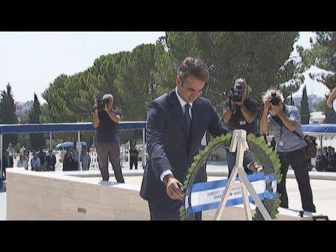 Επίσκεψη του Έλληνα πρωθυπουργού Κ. Μητσοτάκη στο στρατόπεδο της Ελληνικής Δύναμης Κύπρου