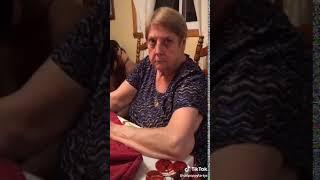 Babcia vs wnuczek, który postanowił nagrać z nią filmik
