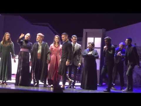 "Video - Συγκίνηση και θερμό χειροκρότημα στην πρεμιέρα για την παράσταση ""Ομμάτα Δακρωμένα - Ένα γράμμα για την Τραπεζούντα"""