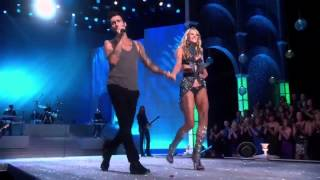 Victoria's Secret Fashion show 2011 Anne Vyalitsyna  Adam Levine Moves like Jagger (Live HD)