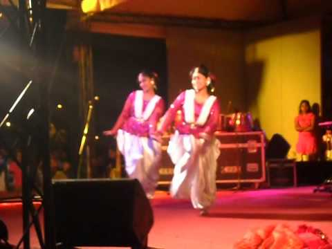 Dhum Tana (Bangla Dance) by Madhobi and Korobi