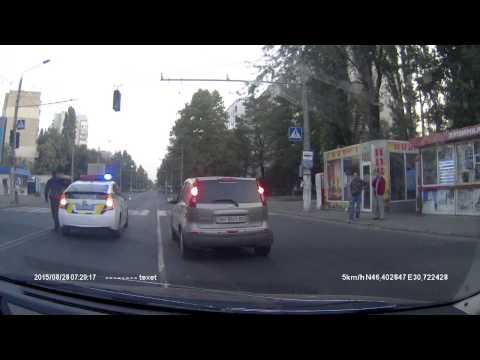 reakcja-zyczliwego-policjanta-na-widok-staruszki-na-pasach