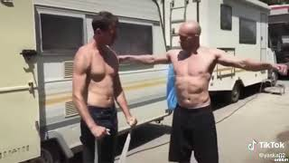Gdy kolega kozak chce Ci pokazać jak prawidłowo ćwiczyć