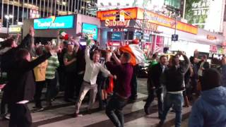 Video Irish Fans shut down NYC traffic after Conor McGregor's historic win at UFC 205 MP3, 3GP, MP4, WEBM, AVI, FLV Februari 2019
