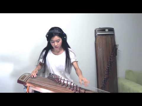 古箏正妹出現在鏡頭前時大家都期待著她彈出抒情樂曲,但音樂聲一響起…霸氣慘了!