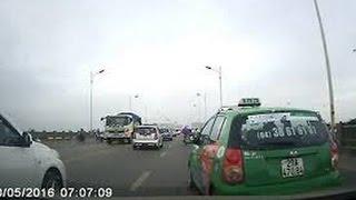 """Video Clip: Hoảng hồn quái xế taxi """"đánh võng"""" trên cầu Vĩnh Tuy MP3, 3GP, MP4, WEBM, AVI, FLV Januari 2019"""