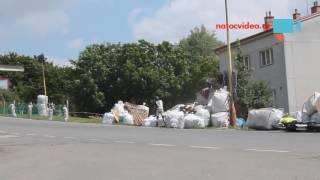 KOLIZE MOTOREK BĚHEM ZÁVODU V HOŘICÍCH. Motorkáře zachránily balíky slámy