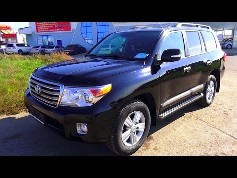 2012 Toyota Land Cruiser 200. Start Up, Engine, and In Depth Tour.
