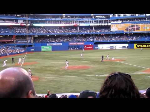 Toronto Blue Jays v New York Yankies - Live Gameplay