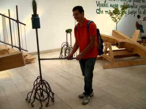 Primo gioco: il vaso con le ruote e il campanello della bicicletta..