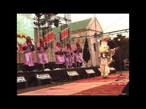 Essaouira 2012 – Omar Hyatt with drums – T2