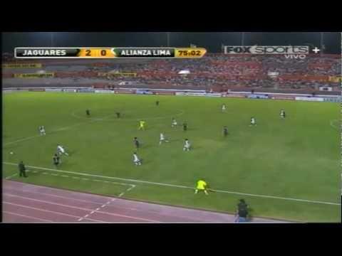 Pedroza en el partido de vuelta contra Alianza Lima