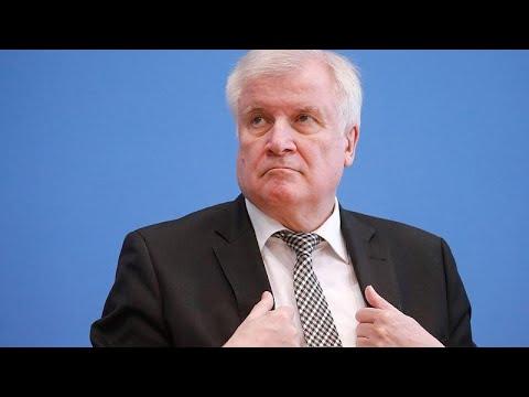 Bundesinnenminister: Wachsende Gewalt von rechts »v ...