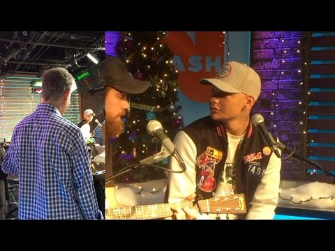 "Kane Brown Surprised By Randy Travis While Singing ""Three Wooden Crosses"""
