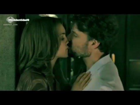 senza identità 2 - maria e juan si baciano