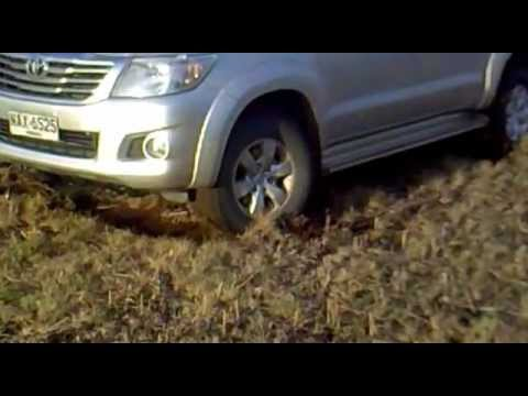 Video toyota hilux sacando tractor download in MP3, 3GP, MP4, WEBM, AVI, FLV January 2017