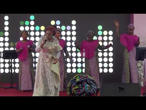 TOPE ALABI IN DEEP WORSHIP AT ARISE 2018.