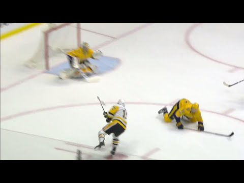 Video: Penguins' Rust goes the other way and blasts a shot past Rinne shorthanded