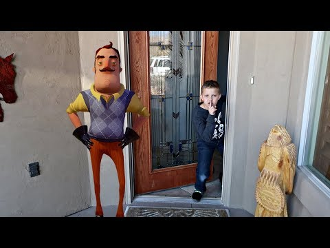 BROKE INTO A STRANGER'S HOUSE! | Hello Neighbor in Real Life (видео)