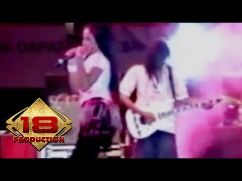 Video Dangdut - Lima Menit Lagi (Live Konser Kediri 16 Agustus 2006) download in MP3, 3GP, MP4, WEBM, AVI, FLV January 2017