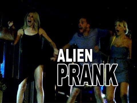 Epic Alien Scare Prank - YouTube